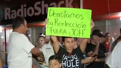 Hondureños en Miami protestan por la demora de los resultados de las elecciones presidenciales de su país