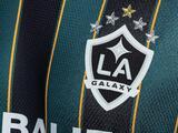 LA Galaxy presenta playera retro con Chicharito y Jonathan dos Santos