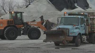 Autoridades en Chicago toman medidas para hacerle frente a la tormenta de hielo que se avecina