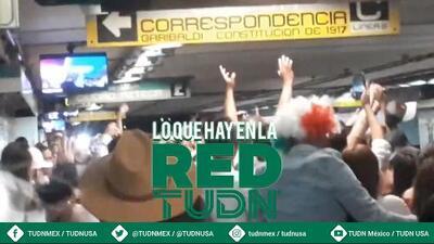 ¡Como en un estadio! Mexicanos hacen la ola en una estación del metro