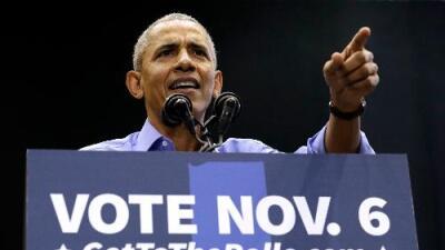Obama hace campaña contra Trump en el décimo aniversario de su victoria
