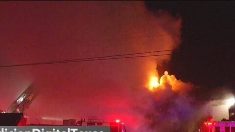Incendio consume 24 departamentos al norte de San Antonio