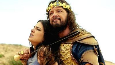 El soldado enmascarado salvó a Aruna de morir en manos de Adonisedec