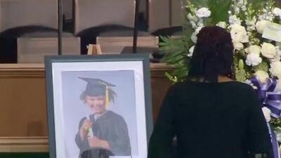 Con profundo dolor, la madre de Jazmine Barnes despide a su hija en emotivo funeral