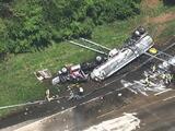 Camión derrama 7,500 galones de combustible tras volcarse en la Interestatal 85