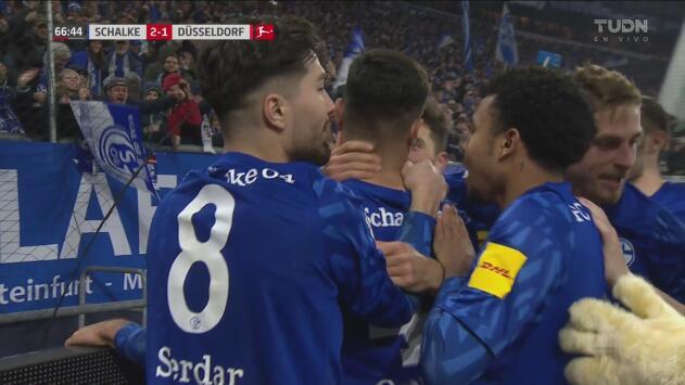 ¡Schalke pone orden! Kabak vuelve a poner arriba a los locales con tremendo cabezazo
