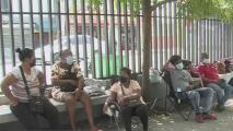 Coronavirus en República Dominicana: duermen afuera de los hospitales para esperar noticias de sus seres queridos