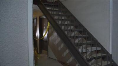 Autoridades investigan la muerte violenta de una mujer en un complejo de apartamentos en Dallas