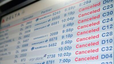 Miles de vuelos cancelados en aeropuertos de Nueva York y Nueva Jersey por tormenta invernal