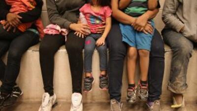 Congresistas piden cierre de centros de detención de familias indocumentadas