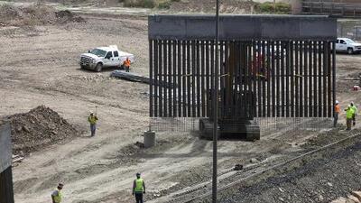 Celebran la construcción de un muro privado y también ilegal en la frontera