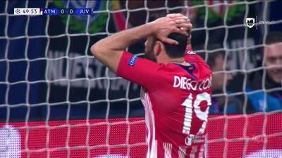 Tiro desviado de Diego Costa