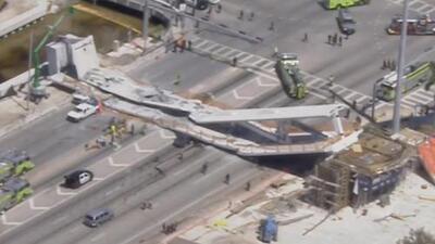 Las imágenes aéreas del puente peatonal que colapsó en Miami