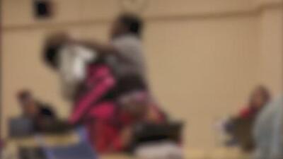 Una maestra descarga su ira contra una estudiante en una escuela en Maryland
