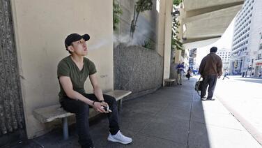San Francisco quiere prohibir fumar tabaco en apartamentos, pero no marihuana