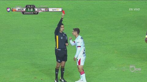 ¡Mal y de malas! Chivas está en desventaja en el marcador y le expulsan a Brizuela