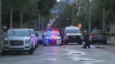 Policía de Miami está tras la pista de un desamparado señalado de haber apuñalado a una mujer