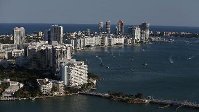 Prevén un sábado caluroso en Miami, pero con la posibilidad de algunos chubascos