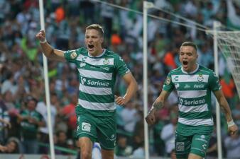 En fotos: con polémica por el VAR, Santos a lo más alto con triunfo sobre Monterrey