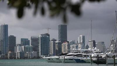 Condiciones cálidas y algunas lluvias le esperan a Miami en la tarde y noche de viernes