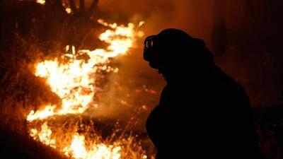 Incendios en California dejan una persona muerta y más de 400 casas destruidas