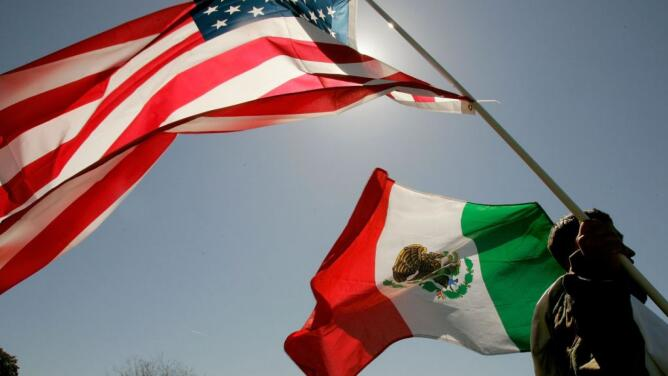 Cada vez llegan menos mexicanos a vivir en EEUU y más de ellos regresan al país azteca, según nuevo estudio