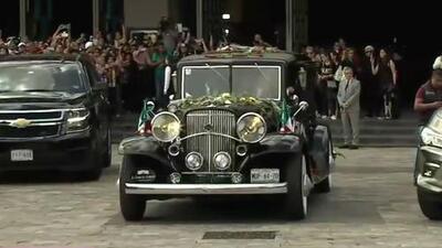 """""""Sí se pudo"""": el grito de miles de mexicanos que temían que los restos de José José no llegaran a su país"""