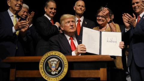 Presidente Trump firma la orden ejecutiva con los nuevos parámetros en la política hacia Cuba