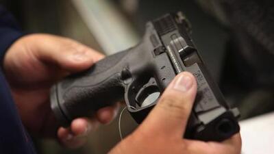 Exposición de armas en Los Ángeles agudiza la polémica sobre el control de estos artefactos y los tiroteos masivos