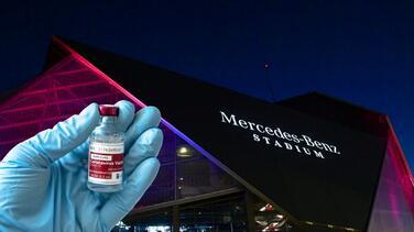 Este martes en el estadio Mercedes-Benz se administra la vacuna Pfizer Covid-19 sin cita