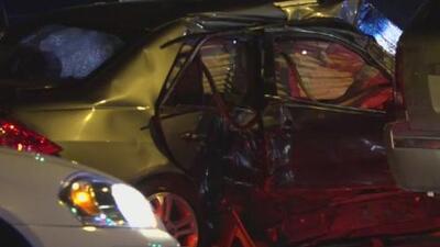Arrestan a un sospechoso de robar un vehículo y provocar un accidente múltiple en Dallas