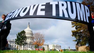 """Testimonios """"liberados"""" y un embajador que recupera la memoria: una semana clave en el 'impeachment' a Trump"""