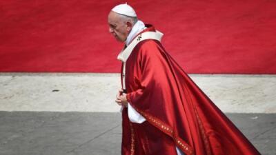 El Vaticano no cree que las personas puedan elegir su género y llueven las críticas en contra