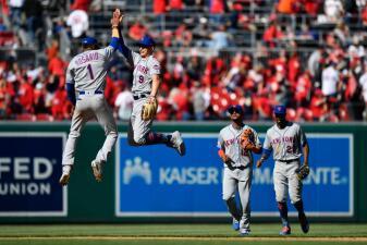 En fotos: Jacob deGrom y Max Scherzer se enfrascan en duelo de pitcheo, pero ganan los Mets