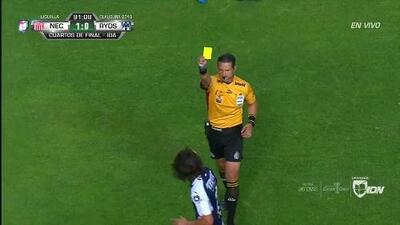 Tarjeta amarilla. El árbitro amonesta a Rodolfo Pizarro de Monterrey