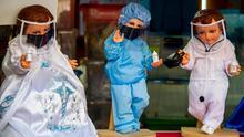 En México visten al Niño Jesús como profesional de la salud, un recordatorio de la lucha contra la pandemia