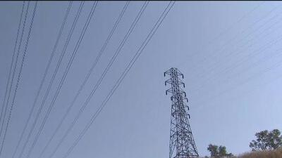 Escuelas cerradas y nuevos apagones preventivos, los efectos de los fuertes vientos en el sur de California