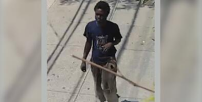 Hombre empuja a niña de 7 años mientras caminaba con su madre en Staten Island