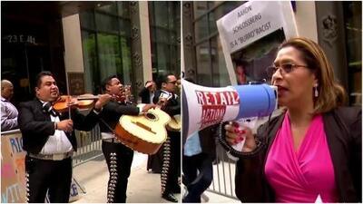 Al ritmo de mariachis protestan contra abogado que insultó a empleados de un restaurante por hablar español