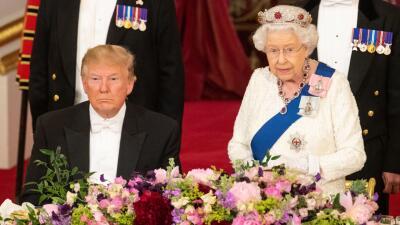 Esto hay detrás de la tiara de rubíes contra la maldad que la reina escogió para cenar con Trump