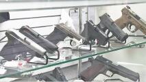 """""""Podría ser peligroso"""": Texanos pueden portar un arma sin licencia si aprueban proyecto de ley"""