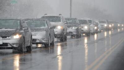 Cientos de vuelos cancelados y accidentes de tránsito deja tormenta de primavera en los estados centrales