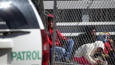 El gobierno de Trump elimina el derecho a fianza para los migrantes que cruzan la frontera para pedir asilo