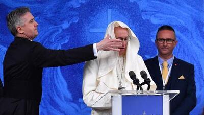 Exnuncio acusa al Papa de encubrir abusos sexuales del clero y le pide que renuncie