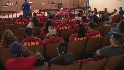 Sigue la batalla entre el alcalde de Hialeah y los bomberos de la ciudad