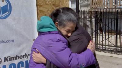 """""""Me siento bendecida"""": anciana que sobrevivió al vórtice polar agradece por la reconstrucción de su casa"""