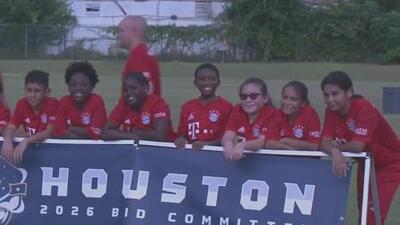 Inauguran un programa comunitario para que los niños de bajos recursos de Houston puedan entrenar y jugar fútbol