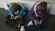 ¿Regalarás un teléfono o tableta a tus hijos en navidad? Conoce los riegos que pueden enfrentar