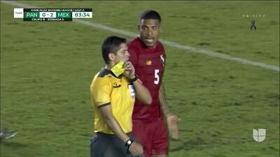 Tarjeta amarilla. El árbitro amonesta a Anibal Mello de Panama