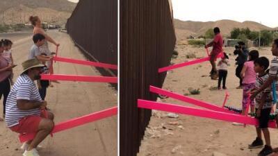 El sube y baja que atravesó el muro fronterizo: así se unieron varios niños para jugar en EEUU y México
